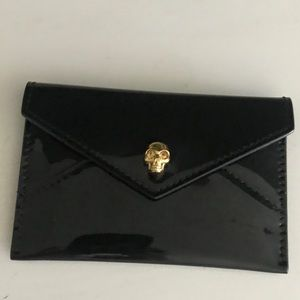 💀Alexander McQueen soft patent envelope card case